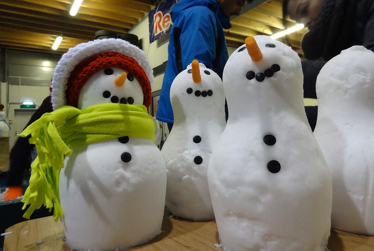 Real snow - snowmen for brand event - Snow Business