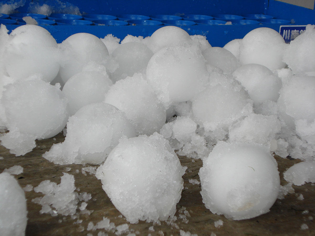 Snow balls made from real snow - Snow Business